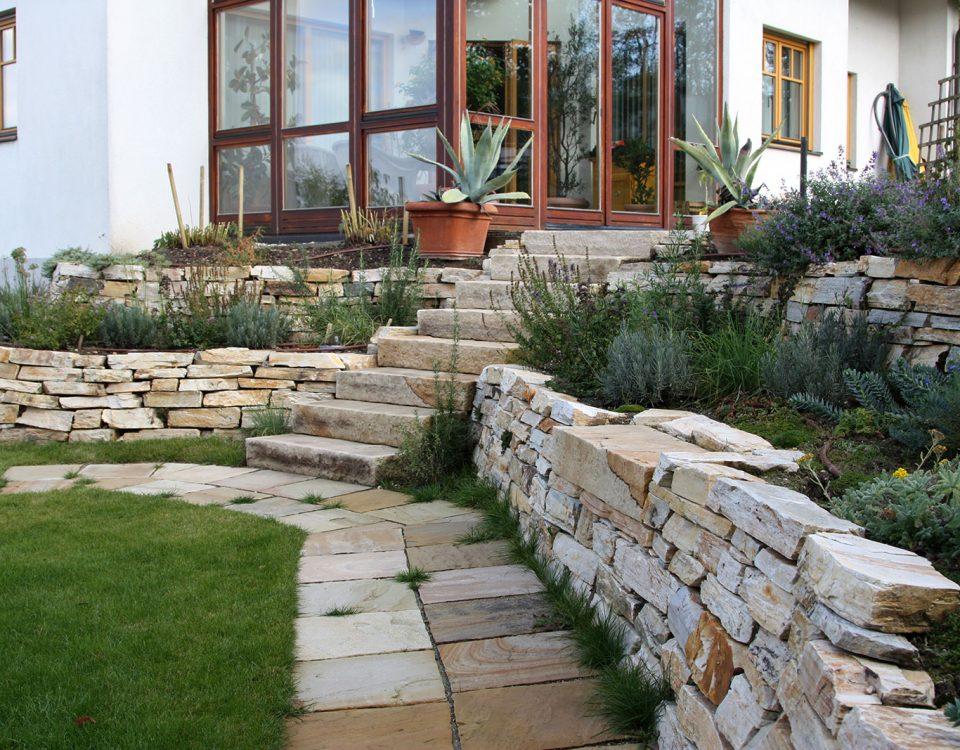 Steinarbeiten gartengestaltung hertl for Gartengestaltung zwei ebenen
